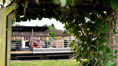 accès à la piste cyclable longeant le canal de Bourgogne