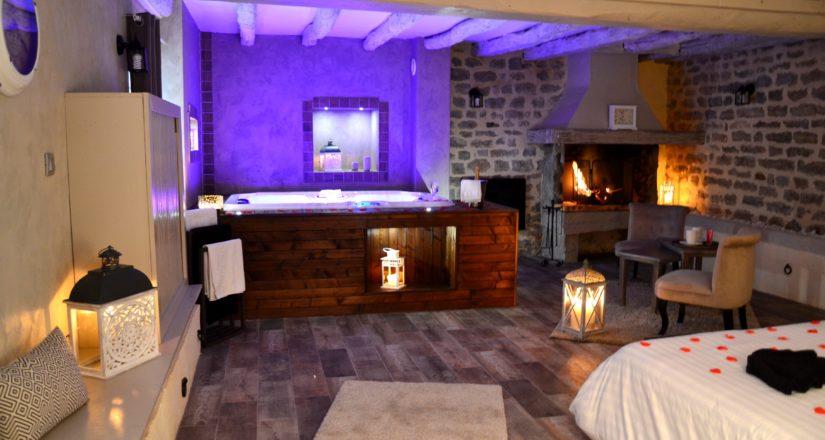 suite Bacchus avec jacuzzi, sauna et cheminée