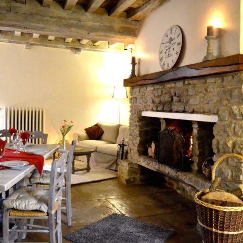 table d'hôtes du Domaine de Vandenesse et Spa avec cheminée