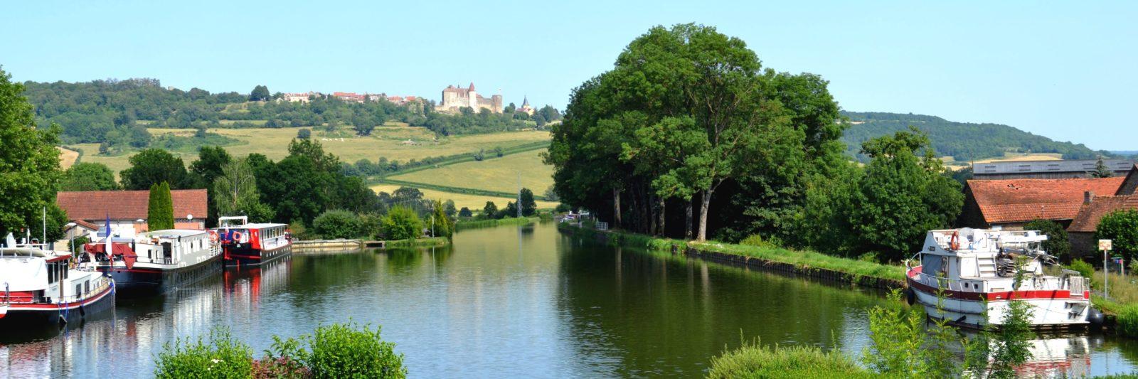 vue du Domaine sur le château de Châteauneuf-en-Auxois